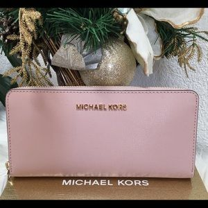 Michael Kors gift table LG continental wallet